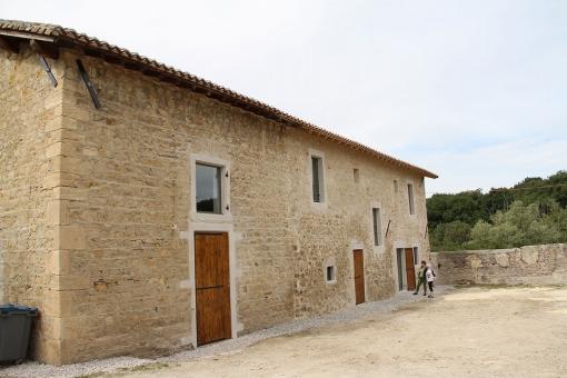 Réhabilitation des anciennes écuries en pôle d'accueil et de médiation du site de la Maison Forte des Allinges à St Quentin Fallavier (38)